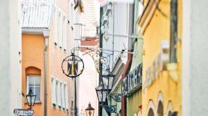 AltstadtQuartier Münchner Hof Regensburg Tändlergasse-mit Aushängeschild