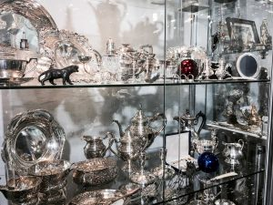 AltstadtQuartier Regensburg Antiquitäten Kabinett Silber